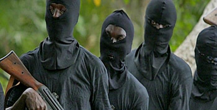 des hommes armés braquent le bureau de la poste de gabou