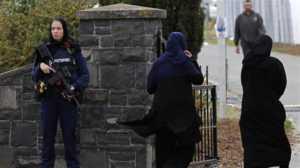 la police surveille les musulmans dans une mosquée