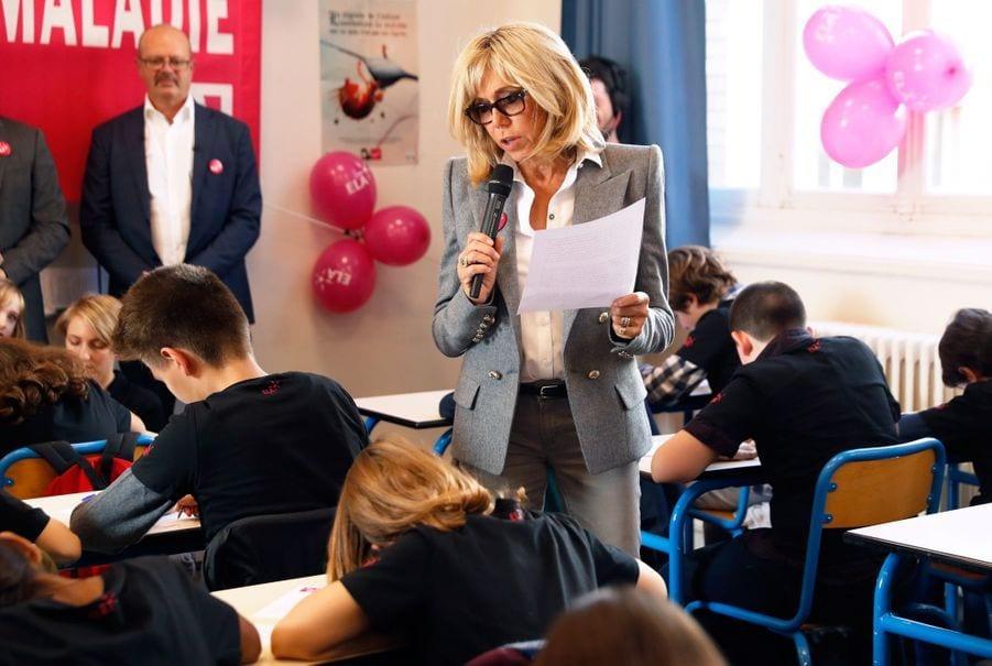 Brigitte Macron redevient prof de français le temps d'une dictée à l'Élysée